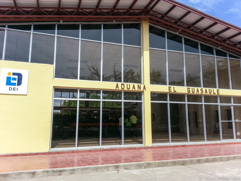 Honduras immigration/aduana at the Hond/Nica border